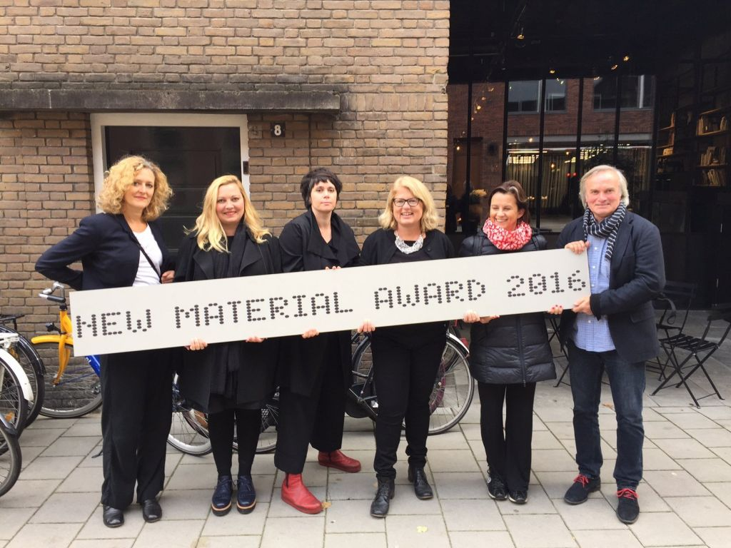 New Materials & Design network: Christine Vroom (Het Nieuwe Instituut), Carole Collet (Central Saint Martins University of the Arts), Elodie Ternaux (MatériO Paris), Lucie Havlová (Happy Materials), Valerie Bergeron (Materfad), Tomas Hendrych (Happy Materials). (from left to right)